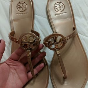 Brand new never worn Tory Burch flip flop sandals